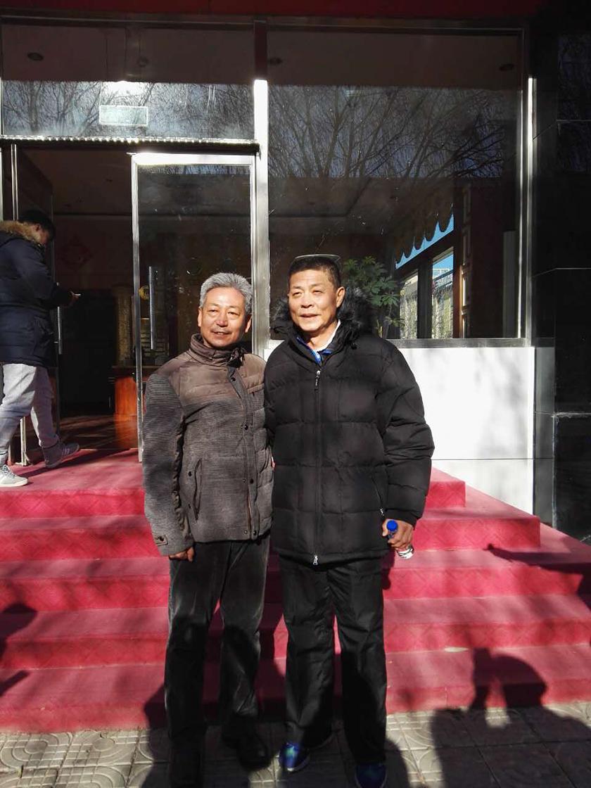 冯总教练和怀来鸡鸣驿中心小学李校长合影.jpg